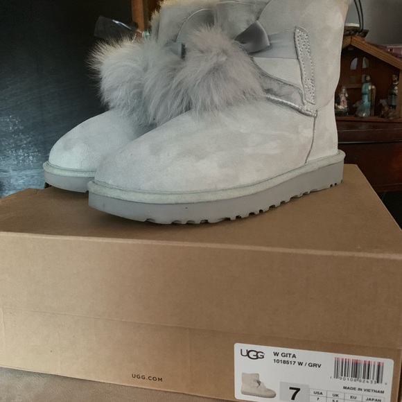 c9662baa860 Uggs Gita Pom Pom boots
